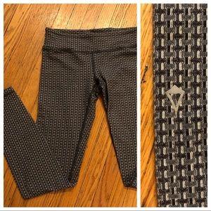 Ivivva Gray/black Herringbone leggings, size 10